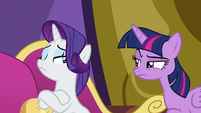 Twilight glaring at Rarity with suspicion S9E19