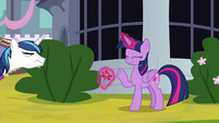 Twilight waves innocently at Shining Armor S9E4