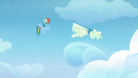 Vapor Trail copies Rainbow Dash's spiral trick S6E24