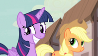 Applejack introduces Twilight Sparkle S5E1