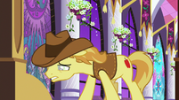 Braeburn appears weak before main cast S9E17