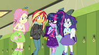 Fluttershy meets up with her friends SS6