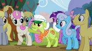 Granny Smith pops out from crowd S2E15