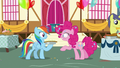 """Pinkie Pie """"go ahead and take a bite"""" S7E23.png"""