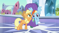 Rainbow Dash listening to Applejack S3E2