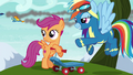 Scootaloo sees the Wonderbolts fly by S6E7.png
