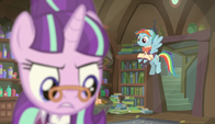 Snowdash enters the room S6E8