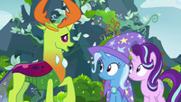 Thorax greeting Trixie and Starlight Glimmer S7E17