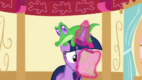 Twilight reads Pinkie's letter S5E11