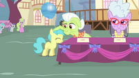 Granny Smith rubbing on a foal's mane S4E13