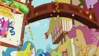 Orange Swirl and Lemon Hearts running to the party S1E02