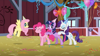 Pinkie Pie, Twilight, Rarity dancing S1E25