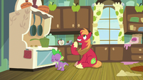 Spike sighing; Big Mac getting an idea S8E10