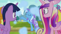 Trixie appears behind the audience S8E19