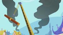 Crane swinging S2E08