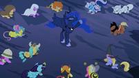 Luna hoof in air S2E04