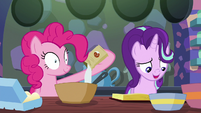 Pinkie Pie adding sugar to the batter S6E21