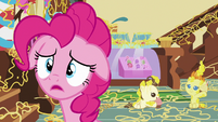 Pinkie Pie apologizing to Rarity S7E19