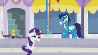 Rainbow flies up excited S5E15