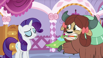 Rarity cringes a little at Yona's articulating S9E7