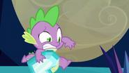 S03E02 Spike trzyma kryształowe serce
