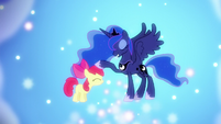 S05E04 Luna poklepuje Apple Bloom