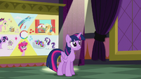 Twilight addressing her listeners S5E25