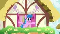 Unnamed mare opening her windows S9E23