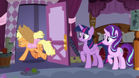 Applejack leaving Carousel Boutique S7E14