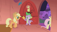 Applejack with her ticket S01E03