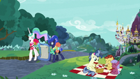 Celestia and Luna walk away from Canterlot S9E13