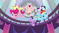 Cozy Glow tossing Mane Six puppets S8E26