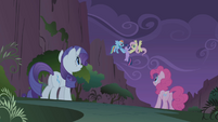 Fluttershy finds Twilight heavier than a bunny S1E02