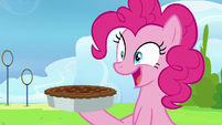Pinkie Pie appears with another pie S7E23