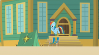 Rainbow finds pitched tent outside museum S9E6