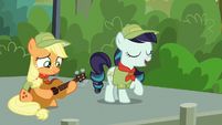 Rara Singing --Our Flag Does Wave, From High Above, for Ponykind to See-- S5E24