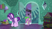 S06E02 Starlight i Spike wpadają do domu