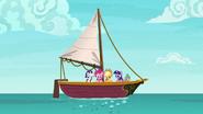 S06E22 Kucyki i Spike patrzą na bulgoczącą wodę