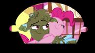 S07E23 Końcowy uścisk Rainbow Dash i Pinkie Pie