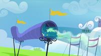 Sky Stinger flying through a wind tube S6E24