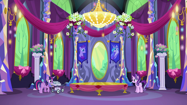 File:Twilight grabbing a plate with her mouth S06E06.png
