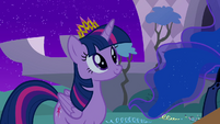 Twilight wearing new crown S4E02