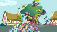 Large mob S03E03
