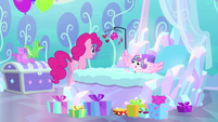 Pinkie Pie goes up to Flurry Heart's crib BFHHS1