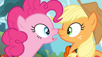 Pinkie looks at Applejack S4E09