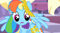 Rainbow Dash starts wobbling under statue's weight S1E26