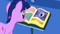 S01E01 Twilight czyta o NM
