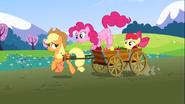 S03E03 Pinkie Pie na wozie Applejack