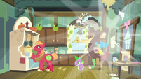 Spike and Discord reappear in Apple family kitchen S8E10