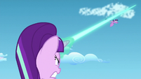 Starlight blasts magic beam towards Twilight's direction S5E26